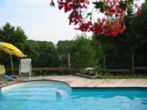 La piscine partagée entre les 2 gîtes
